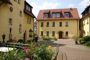 Das Josefshaus im Innenhof des Klosters