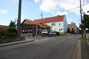 1. Seitenstrasse links einbiegen