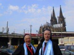 Schwester M. Jutta und Schwester M. Franziska vor dem Kölner Dom