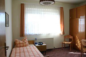 """Einzelzimmer im Gästehaus """"St. Elisabeth"""""""