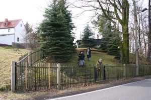 Ferienhaus - Eingang zum Grundstück von der Strasse aus