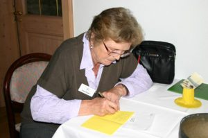 Es werden Briefe geschreiben an Freundeskreismitglieder die nicht kommem konnten