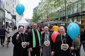 v. links: Schw. Christophora, Schw. Jutta u. Schw. Margareta mit ihren großen Herzen