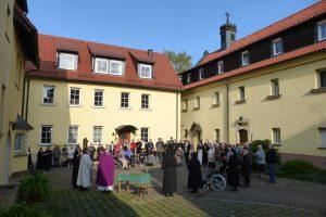 Herr Pfarrer Palmer begrüßt alle Anwesenden
