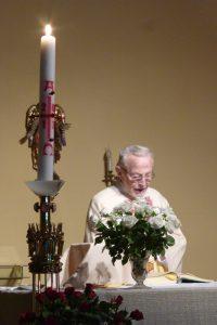 """Auferstehungsfeier - Herr Pfarrer Palmer beim """"Exultet"""""""