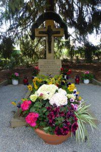 Grab unserer Gründerin im Klostergarten