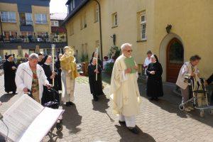 In Prozession zum 2. Altar