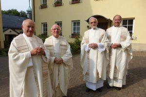Wir freuen uns über das Kommen der Priester