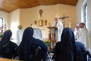 Herr Bischof bei der Predigt