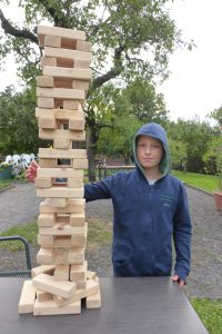 Lucien hat den höchsten Turm gebaut - größer als er selbst!