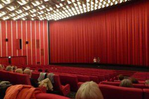 der geplante Saal für 200 Personen war zu klein für die vielen Besucher - so erhielten wir kurzfristig den Saal für 800 Personen, der natürlich nicht gefüllt werden konnte