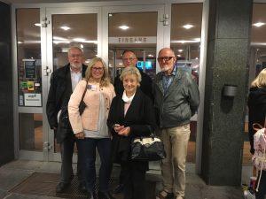 Frau Langen (links) hat sich mit ihrem ehrenamtlichen Engagement sehr eingesetzt um diese Filmvorführung nach Dresden zu bringen - herzlichen Dank!