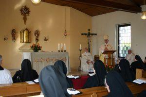 Herr Bischof Heinrich bei der Predigt
