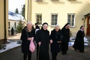 Schwester Andrea mit ihren guten Bekannten