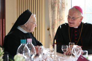 im Gespräch mit dem Bischof