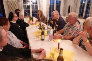Gespräche am Abend in gemütlicher Runde