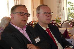 unser Vorsitzender und sein Stellvertreter lauschen gespannt dem Vortrag