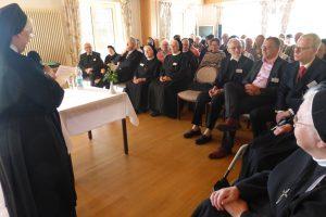 unsere Generaloberin begrüßt unsern Herrn Bischof und alle Anwesenden