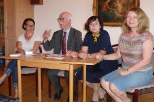 Herr Dr. Nees mit seinem Team übernimmt die Leitung der Neuwahl