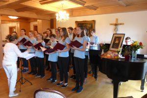 Chor vom St.-Benno-Gymnasium unter Leitung von Frau Fink