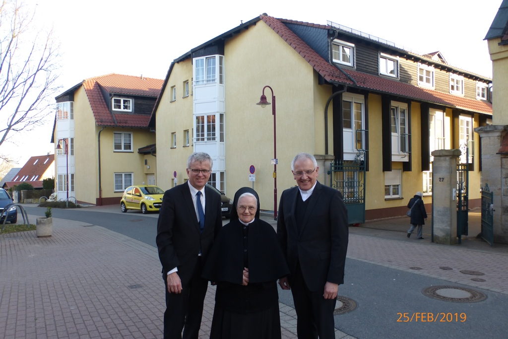 von rechts: Herr Bischof, Generaloberin Schw. Daniela, Herr Caritasdirektor Mitzscherlich