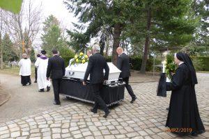 auf dem Weg zum Grab