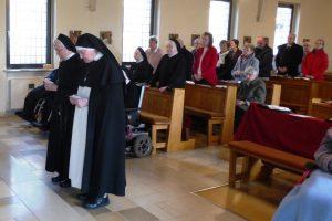 Schwester Winfrieda bei der Gelübdeerneuerung