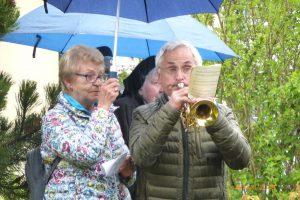 ein Freundeskreismitglied erhellt mit seiner Trompetenmelodie die Stimmung