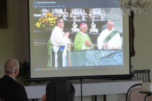 Herr Dr. Hertzsch bei der Bildpräsentation zum 90jährigen Ordensbestehen der Nazarethschwestern
